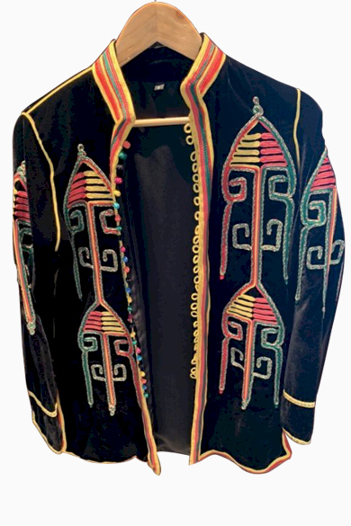 Snazzy Marketplace; Veste en velours noire, broderies multicolores ;